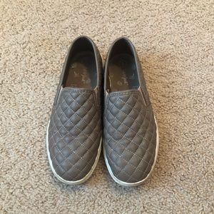 Girls slip on quilted sneakers